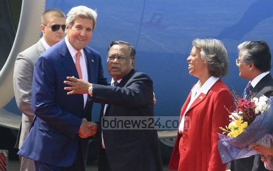 Foreign Minister AH Mahmood Ali greets his US counterpart John Kerry on his arrival at Shahjalal International Airport. Photo: mostafigur rahman