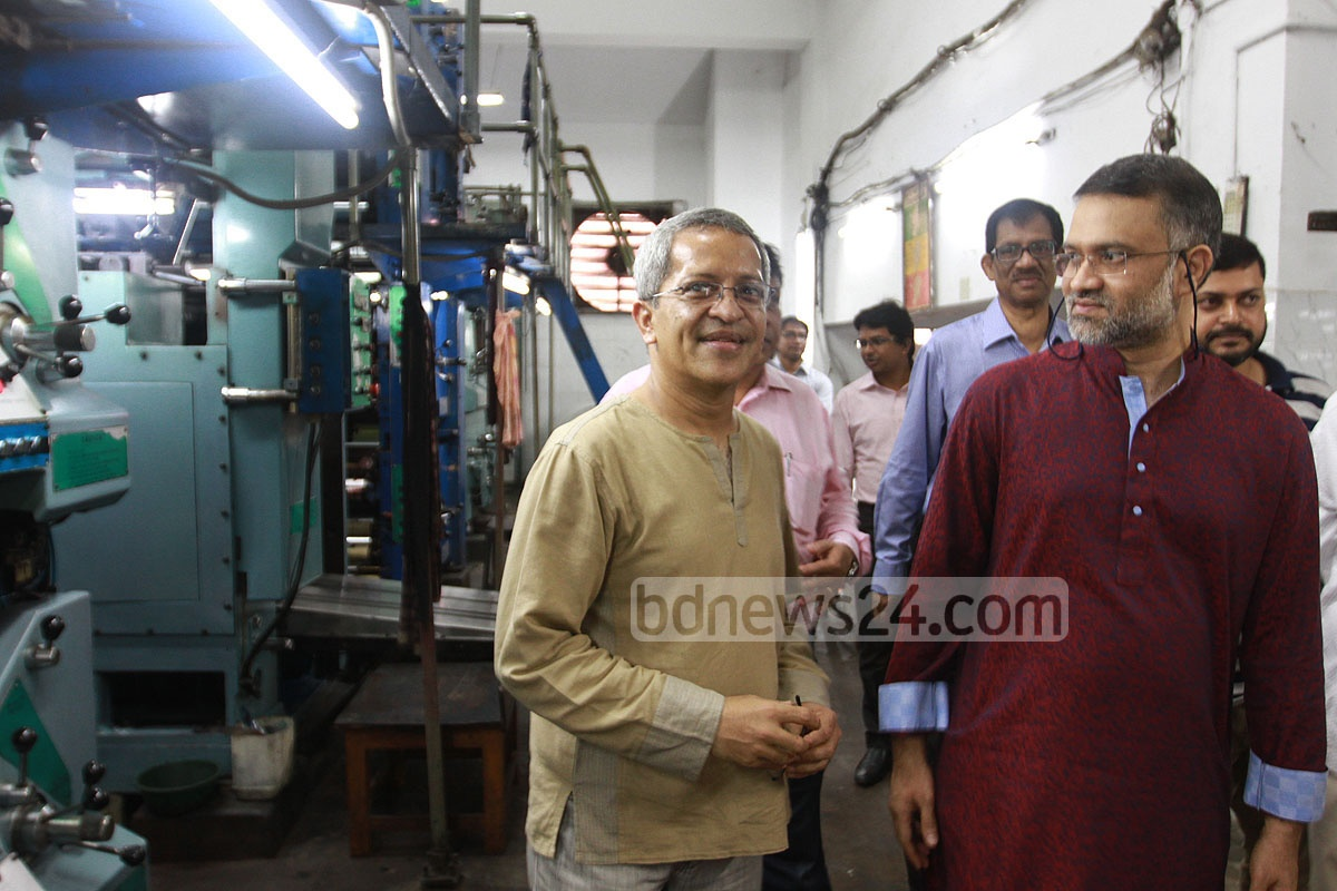 Editors of leading newspapers visit the Dainik Azadi's offices in the port city during the celebrations of the Cittagong-based daily's 57th anniversary on Saturday. Photo: suman babu