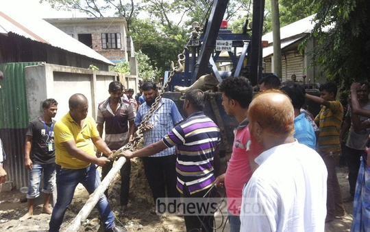 Titas Gas workers snapping illegal gas connections in Fultola area of Narsinghdi on Sunday.