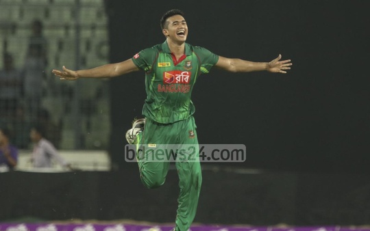 The Winged Tiger: Returning from a ban, Taskin Ahmed struck decisive blows - 4 wickets in 2 overs - to bring Bangladesh from the brink of defeat against Afghanistan. Photo: Muhammad Mostafigur Rahman