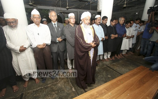 Writer Syed Shamsul Haq's funeral prayer under way at Dhaka University's Central Mosque on Wednesday. Photo: asif mahmud ove