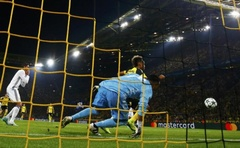 Football Soccer - Borussia Dortmund v Real Madrid - UEFA Champions League group stage - Group F - Signal Iduna Park stadium, Dortmund, Germany - 27/09/16 - Dortmund's Pierre - Emerick Aubameyang scores a goal past Real Madrid's Keylor Navas Reuters