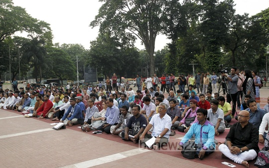 Sammilito Sangskritik Jote organise a commemoration for writer Syed Shamsul Haq at the Central Shaheed Minar in Dhaka on Saturday. Photo: asif mahmud ove