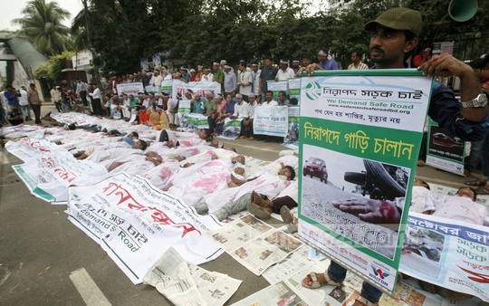 Demonstrators pose as dead bodies to demand declaration of Oct 22 as 'National Road Safety Day' in front of the National Press Club in Dhaka on Saturday.