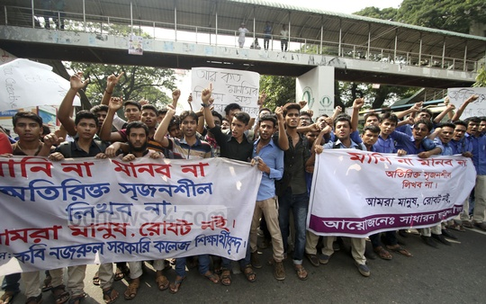 Students block the street in front of the National Press Club on Saturday in protest against seven creative questions instead of six in SSC and HSC.