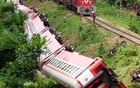 A derailed train is seen in Eseka, Cameroon, Oct 21, 2016. Reuters