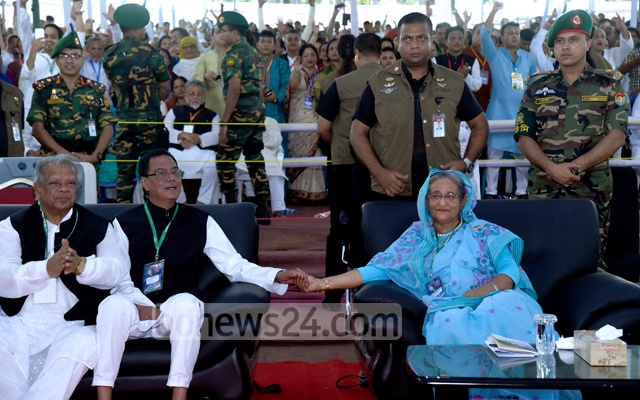 Syed Ashraful Islam and Sheikh Hasina at the Awami League's 20th council at the Suhrawardy Udyan in Dhaka on Oct 22, 2016. File Photo