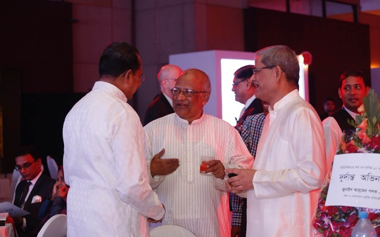 BNP leader Khandaker Mosharraf Hossain, BNP Secretary General Mirza Fakhrul Islam Alamgir and JaSoD leader and Information Minister Hasanul Haq Inu pictured together at the bdnews24.com event.