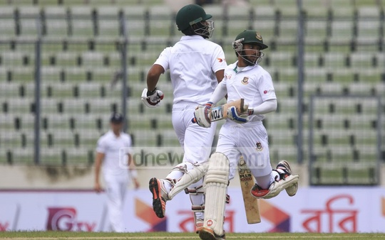 Tamim Iqbal and Mominul Haque put up resistance after Bangladesh lost opener Imrul Kayes early in the first innings of Mirpur Test against England on Friday. Photo: muhammad mostafigur rahman