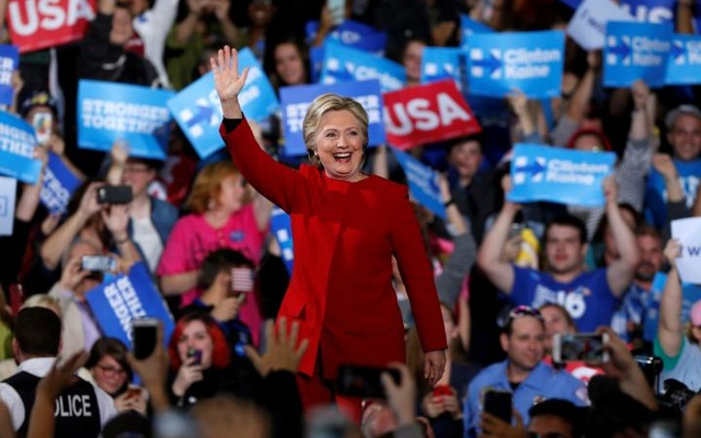 U.S. Democratic presidential nominee Hillary Clinton waves to supporters at the Grand Valley State University Fieldhouse in Allendale, Michigan November 7, 2016. Reuters