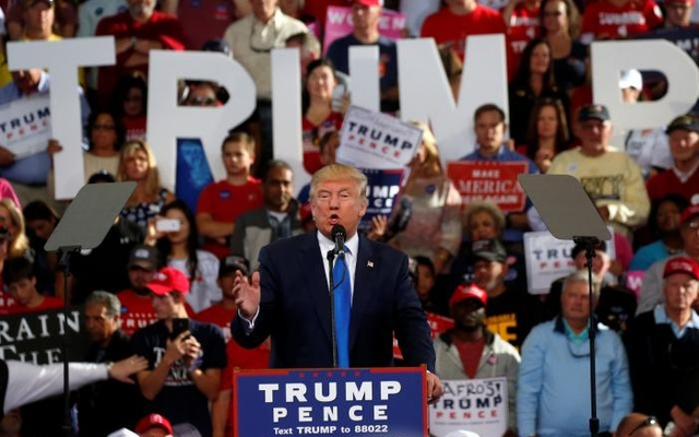 Republican presidential nominee Donald Trump speaks during a campaign rally in Raleigh, North Carolina, US. Nov 7, 2016. Reuters