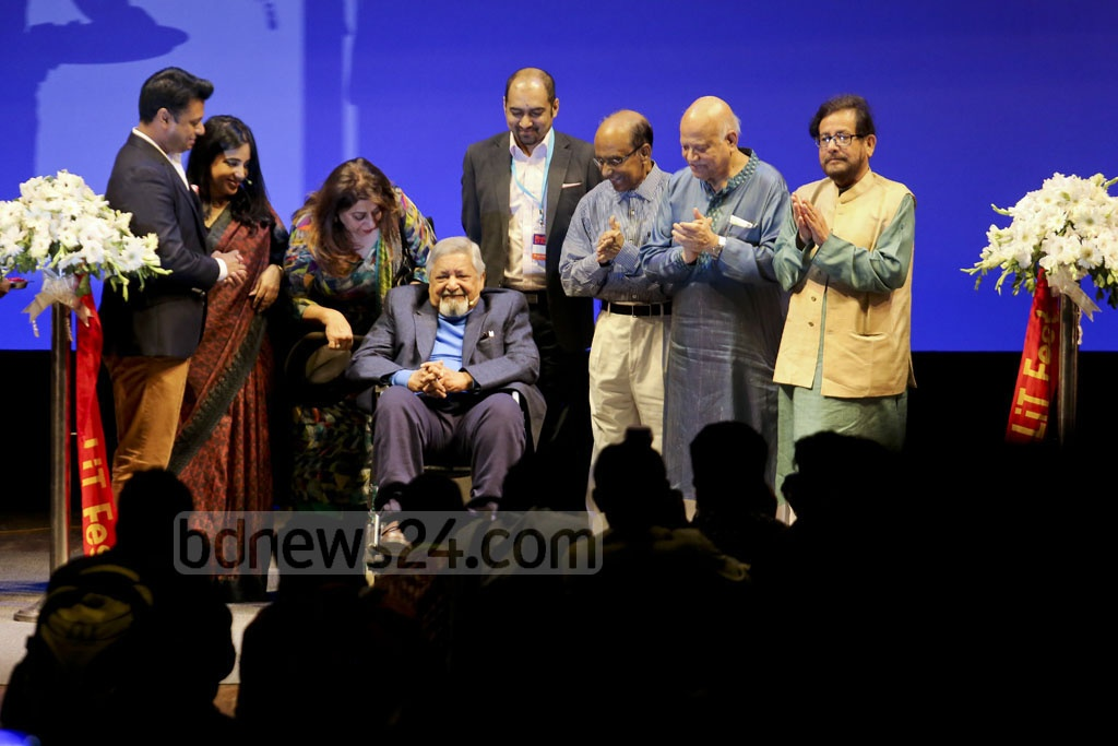 Trinidadian-British literature Nobel laureate VS Naipaul, in a wheelchair, lifting the curtain on the Dhaka LiT Fest at the Bangla Academy Auditorium as Finance Minister AMA Muhith and Cultural Affairs Minister Asaduzzaman Noor look on. Photo: asaduzzaman pramanik