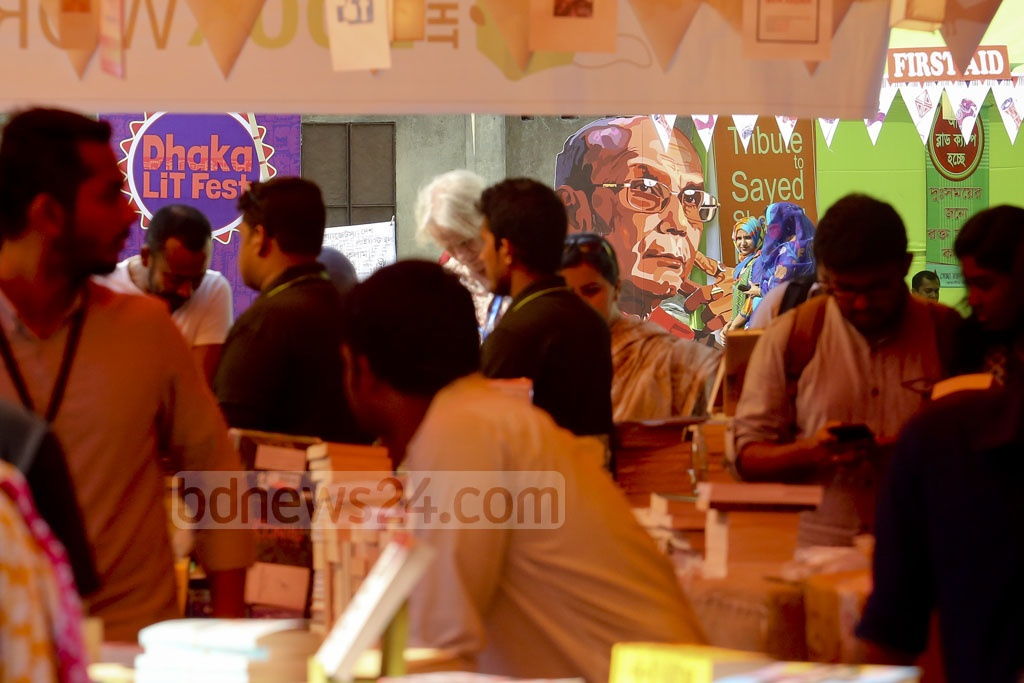 Visitors crowd the stalls set up at the Bangla Academy premises on the first day of the three-day Dhaka LiT Fest. Photo: asaduzzaman pramanik