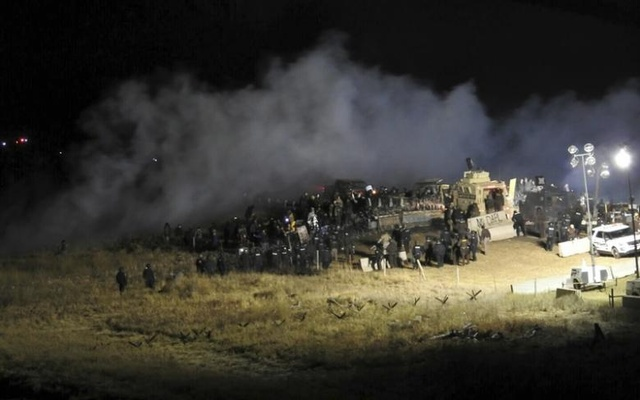 Law enforcement officers surround demonstrators protesting against plans to pass the Dakota Access pipeline during a standoff at the Backwater Bridge in Morton County, North Dakota, US, Nov 20, 2016. Reuters