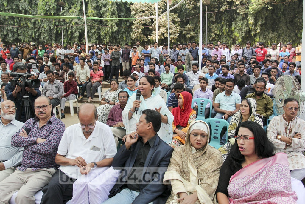 A resident of Dhaka South City Corporation asking question to Mayor Sayeed Khokon on Wednesday during an event meant to interact with citizens. Photo: asif mahmud ove