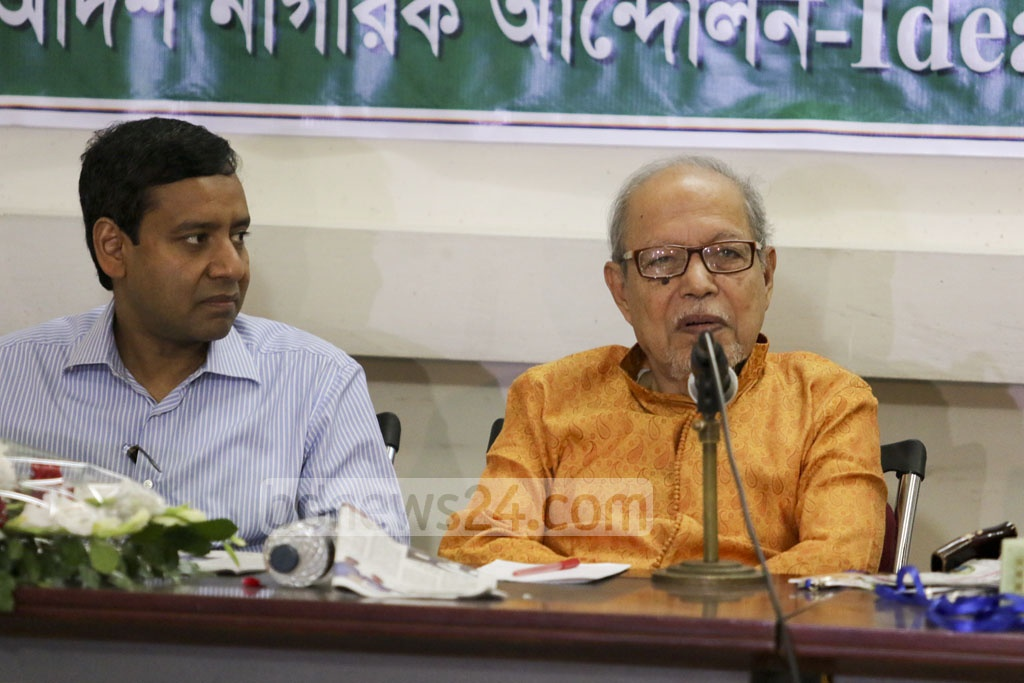Bikalpa Dhara President AQM Badruddoza Chowdhury speaks at a discussion on 'Citizens' Views on the Composition of an Independent and Neutral Election Commission' at the National Press Club on Thursday