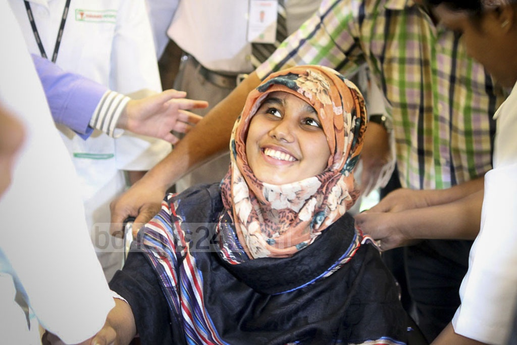 Sylhet college student Khadiza Begum Nargis appears before the media for the first time in one and a half moth since the hacking incident that left her almost dead. A Bangladesh Chhatra League leader repeatedly hacked her with a machete on Oct 3.