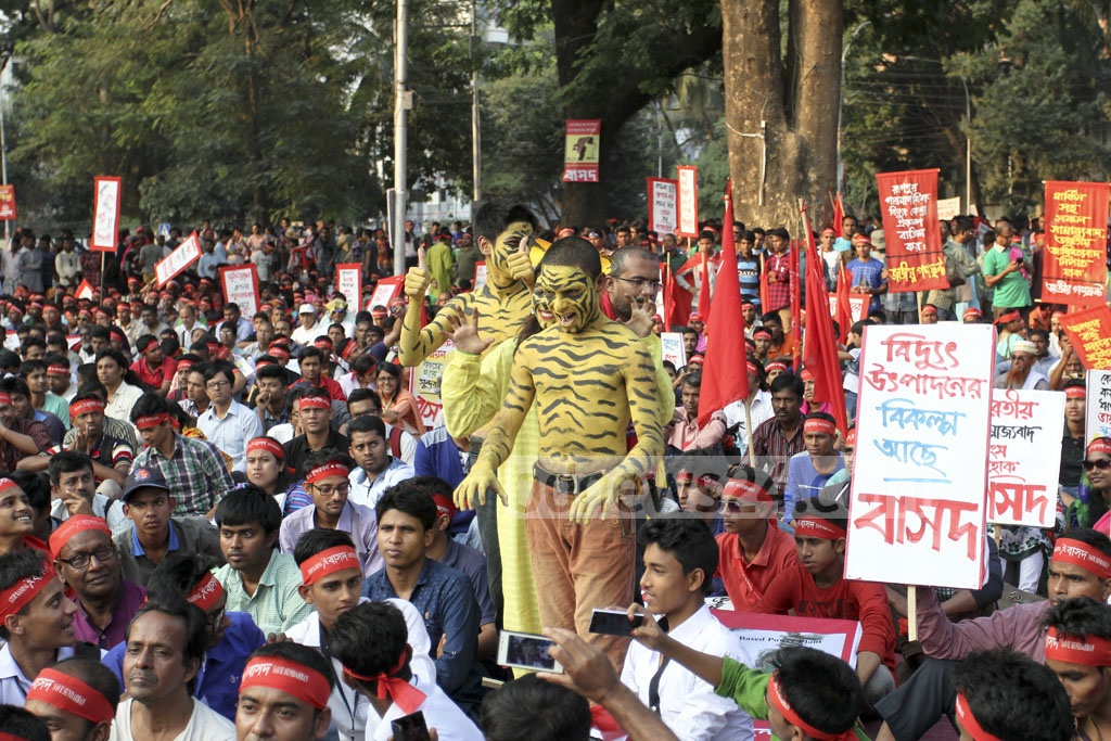 Protesters rally at the Central Shaheed Minar in Dhaka on Saturday to demand cancellation of the Rampal power plant project near the Sundarbans. Photo: asif mahmud ove