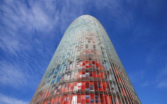 French climber Alain Robert, also known as 'The French Spiderman', scales the 38-story skyscraper Torre Agbar in Barcelona, Spain, Nov 25, 2016. Reuters