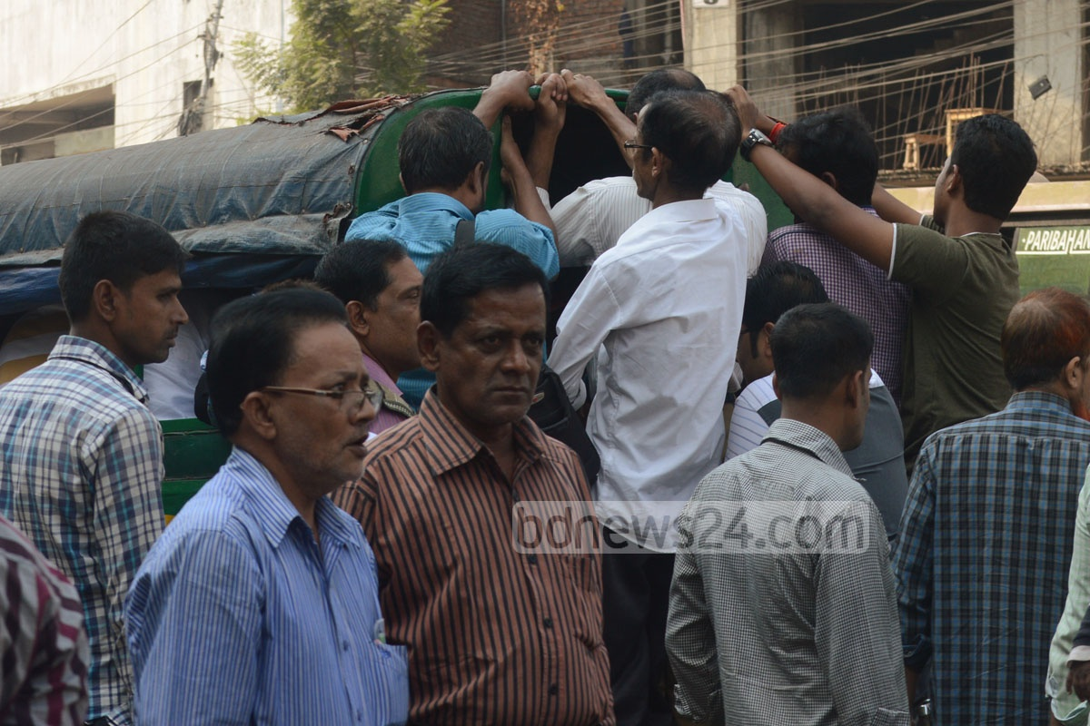 The transport strike left office-goers on the edge in Chittagong City on Tuesday.