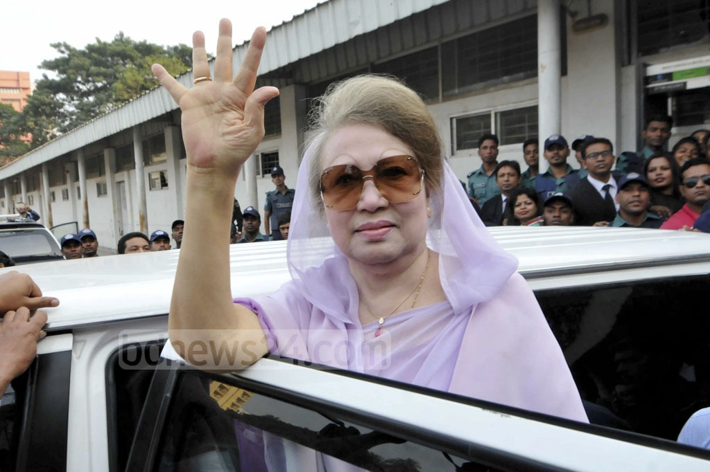 BNP Chairperson Khaleda Zia waves to her supporters when she went to Special Judge's Court-3 at Bakshibazar in Dhaka to attend the hearing of Zia Charitable Trust graft case on Thursday.