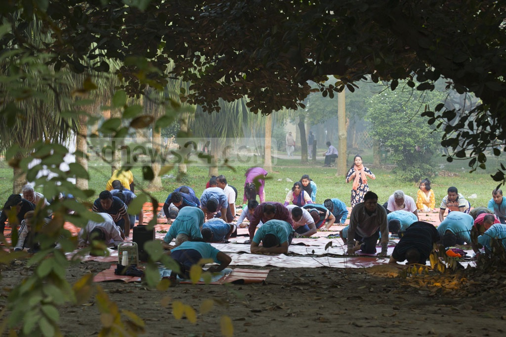 Health-conscious people engage in a group exercise at Ramna Park on Saturday as part of their daily morning ritual. Photo: mostafigur rahman