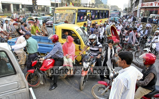 Violation of traffic signal is one of the most common causes of traffic snarl in Dhaka city. The photo was taken from Banglamotor on Saturday. Photo: asif mahmud ove