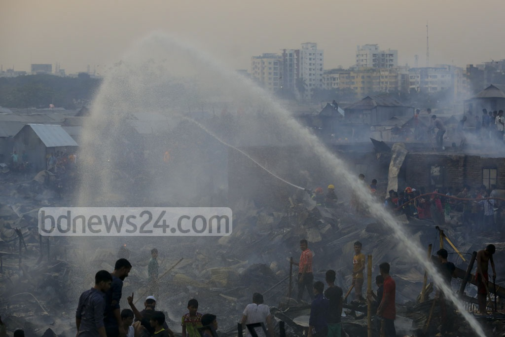 Hundreds of shanties in Karhail slum in the capital's Mohakhali were burnt in a fire on Sunday, second in nine months. Photo: mostafigur rahman