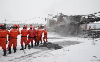 Rescuers work near the site of a coal mine disaster in Qitaihe, Heilongjiang province, China, Nov 30, 2016. Reuters