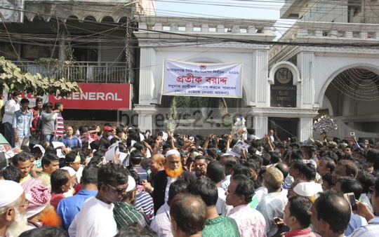 A crowd gathers outside the Narayanganj Club where candidates for the upcoming city corporation election received poll symbols on Monday. Photo: asif mahmud ove