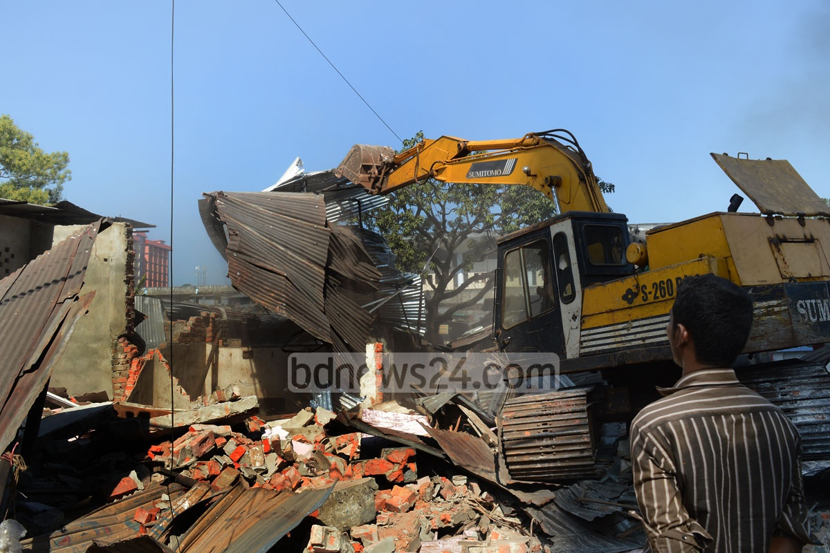 Bulldozers tear down illegal structures on the railway land at Chittagong's Ice Factory Road. Photo: suman babu