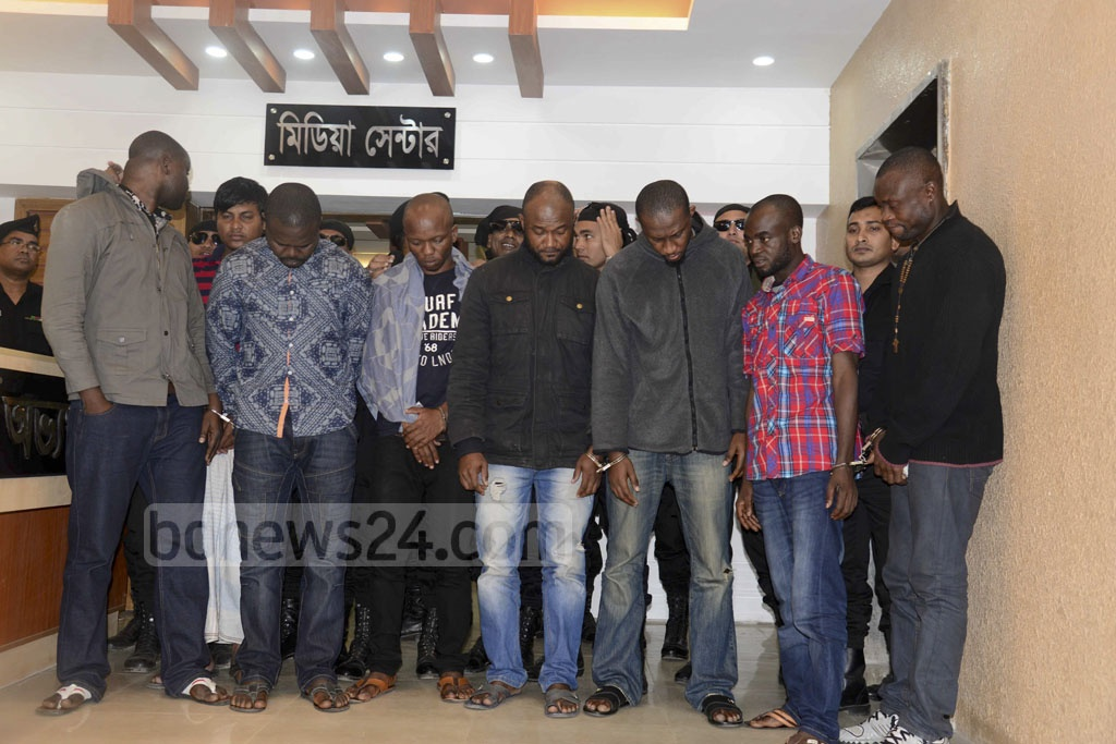 RAB arrested eight people, including seven Nigerians on Tuesday for fraud involving mobile phone text messages announcing fake lottery wins.