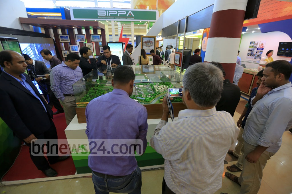 A model of the much-discussed coal-fired power plant to be built near the Sundarbans was one of the main attractions at the exhibition organised to mark National Power and Energy Week 2016 at International Convention City Bashundhara on Wednesday. Photo: mostafigur rahman