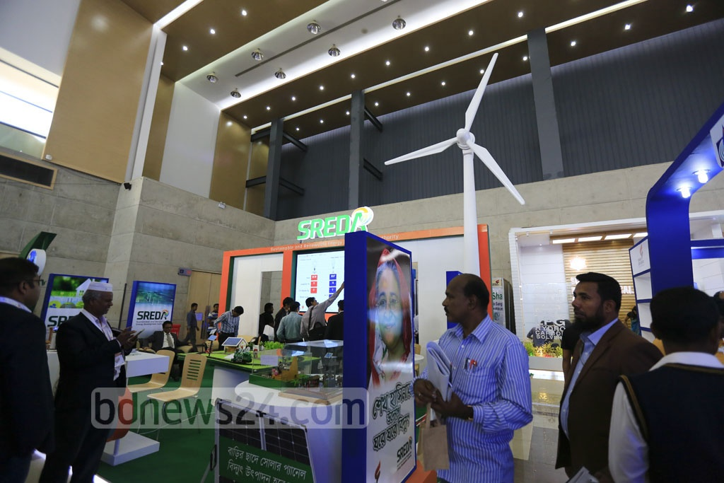 Visitors gathering information from differrent stalls at the exhibition organised to mark the National Power and Energy Week 2016 at International Convention City Bashundhara on Wednesday. Photo: mostafigur rahman