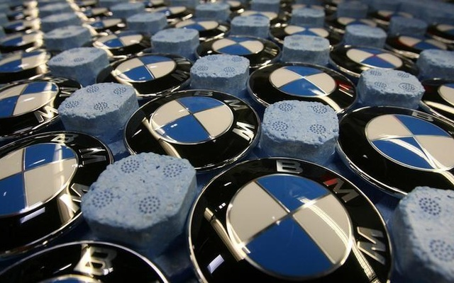 Emblems of German luxury car maker BMW are pictured in a box at the BMW factory in Dingolfing near Munich November 15, 2006. Reuters