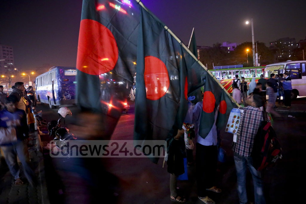 People are buying national flags in the capital's Farmgate ahead of Victory Day. Photo: abdul mannan