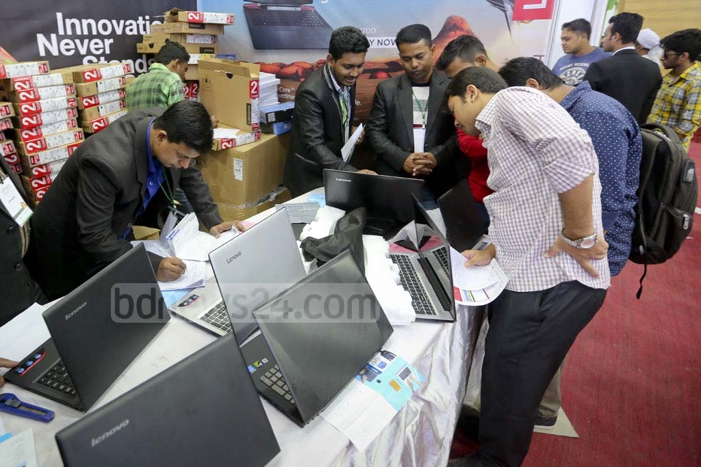 Visitors at the Laptop Fair that began at the Bangabandhu International Conference Centre on Thursday. Photo: asaduzzaman pramanik