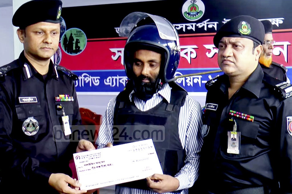 JMB member Shalauddin Ahmed Sujan surrendered on Thursday to RAB camp in Kustia responding to the 'cash reward offer' by the law-enforcing agency.