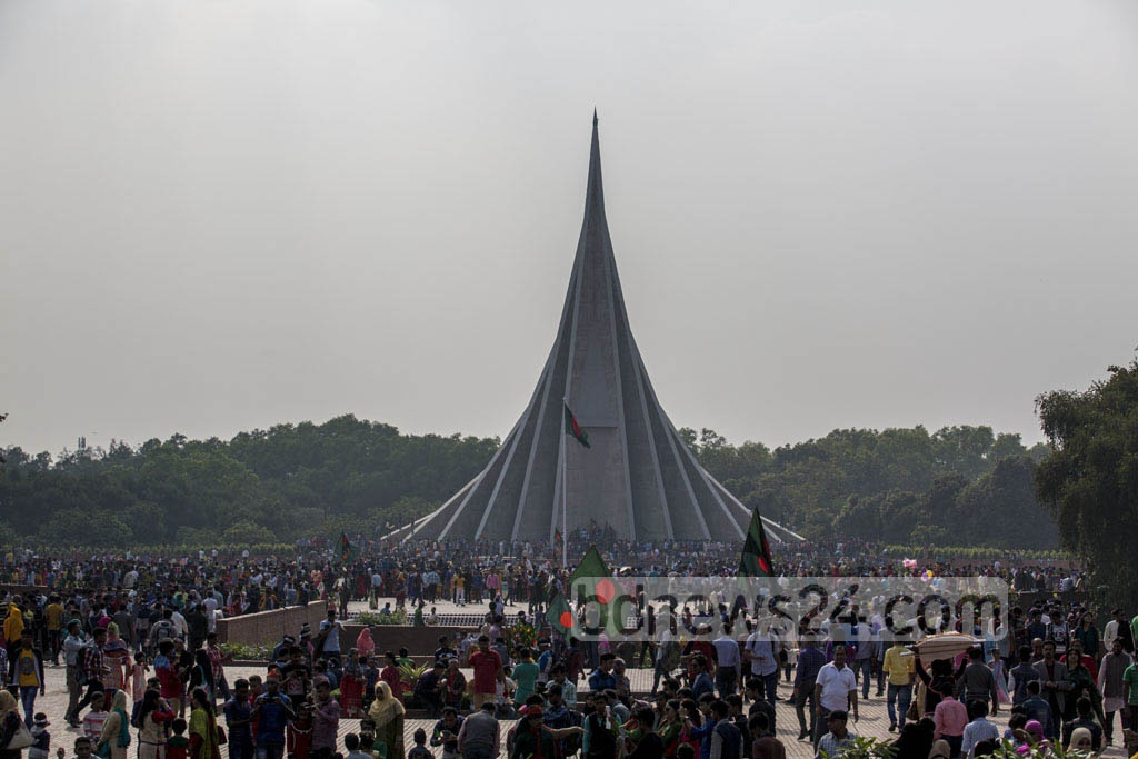 People in their droves visit the National Memorial in Savar on the Victory Day on Friday. Photo: mostafigur rahman