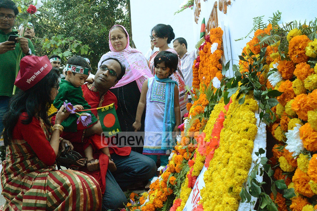 A large crowd descends on the Shaheed Minar in Chittagong to celebrate the Victory Day on Friday. Photo: mostafigur rahman