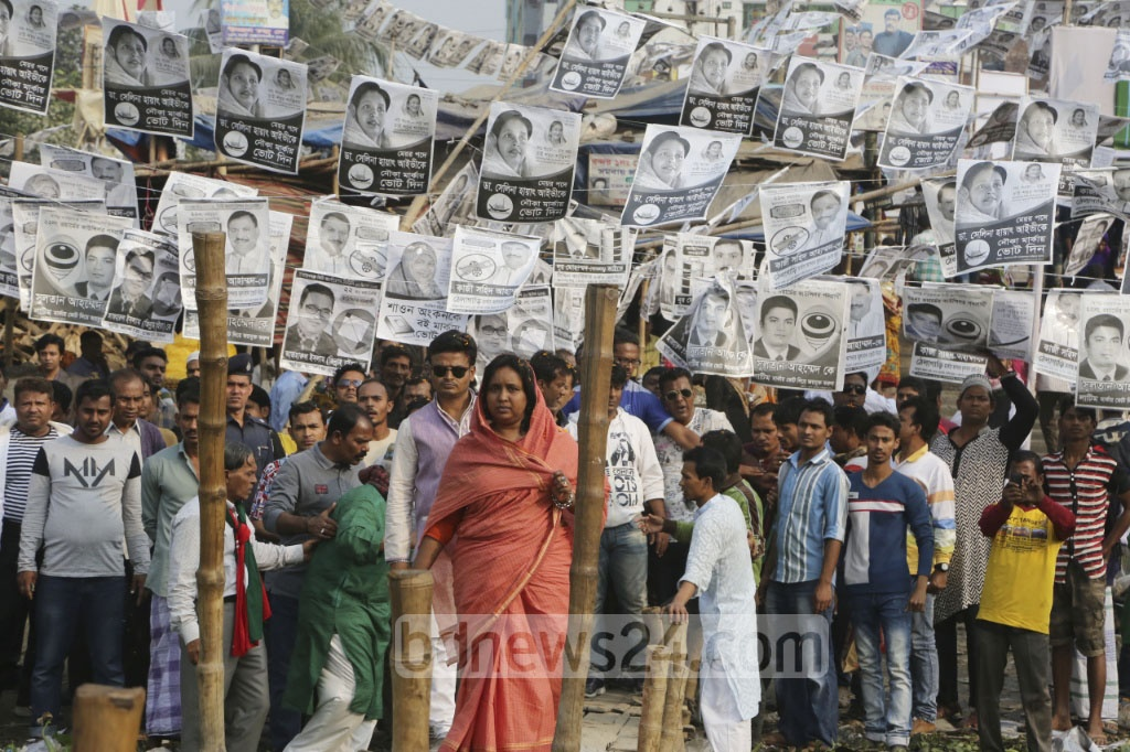 Awami League candidate in NCC elections, Selina Hayat Ivy, campaigned at the Narayanganj Ghat area on Saturday, four days ahead of the polls day.