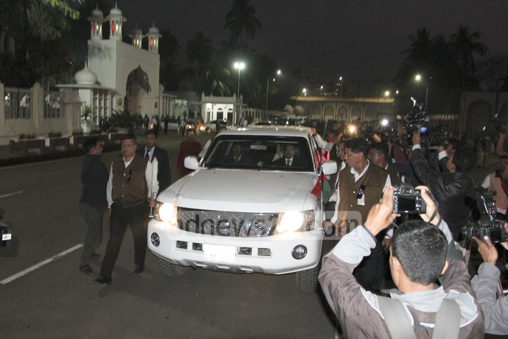 BNP Chairperson Khaleda Zia leaving the Bangabhaban on Sunday after a dialogue with the president on forming the next Election Commission. Photo: asif mahmud ove