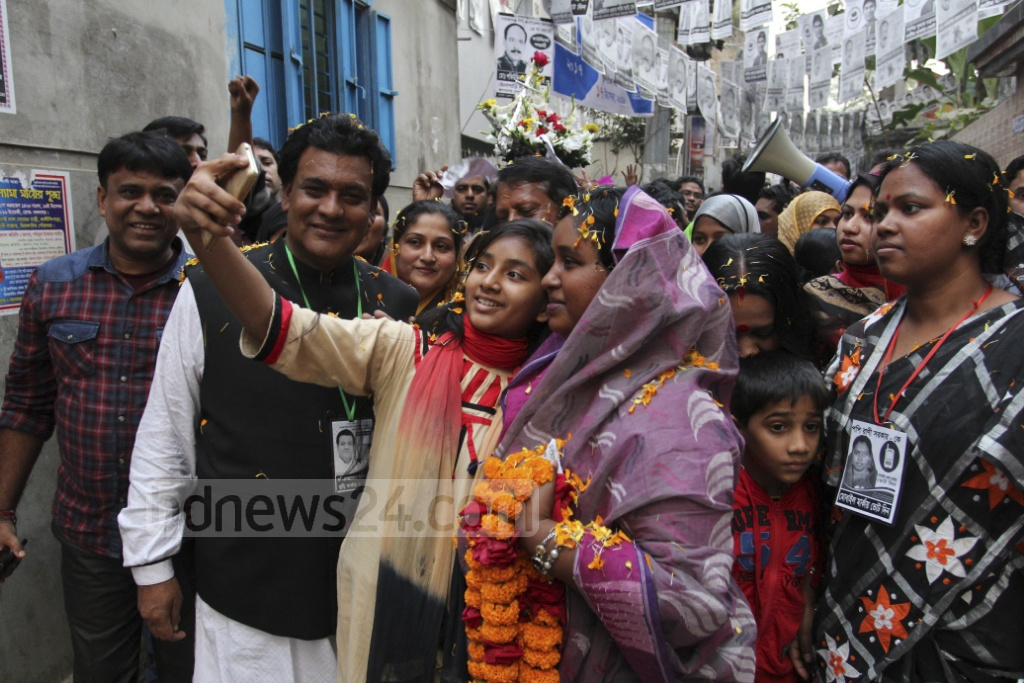 Awami League's Selina Hayat Ivy, running for her second term as Narayanganj City mayor, meeting voters during a campaign on Monday. Photo: asif mahmud ove
