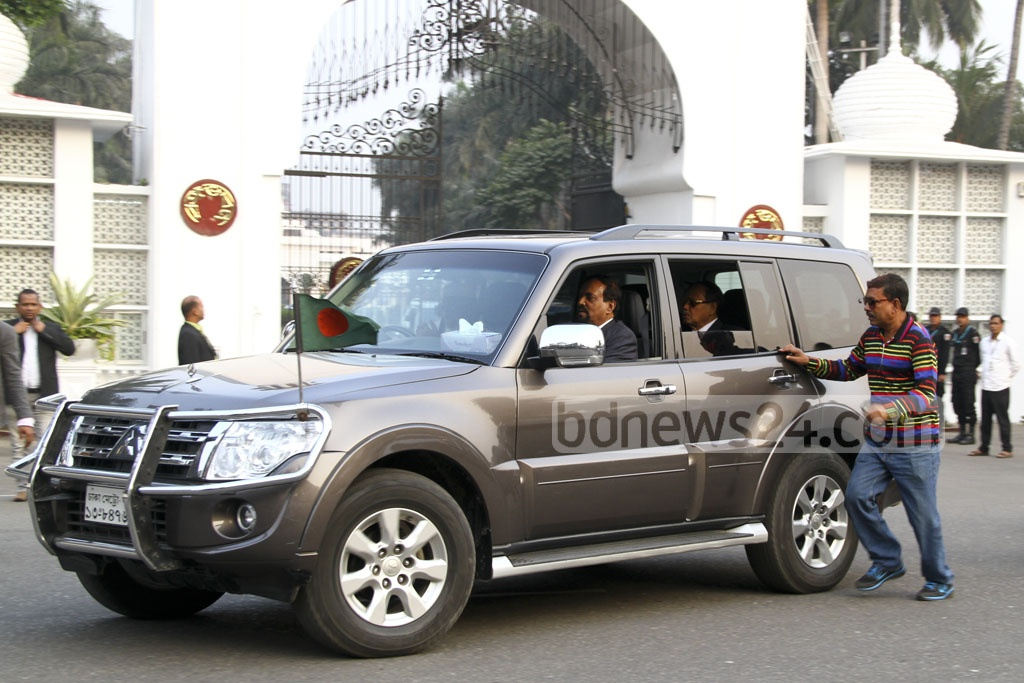 Jatiya Party chief HM Ershad leaves with his entourage after talking to President Md Abdul Hamid about the next Election Commission at the Bangabhaban on Tuesday. Photo: abdul mannan