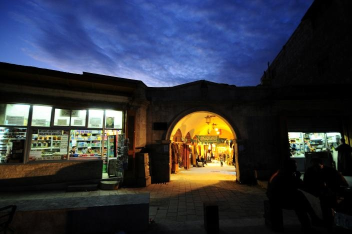 A general view shows the entrance to al-Zarab souk in the Old city of Aleppo, Syria November 24, 2008. Reuters