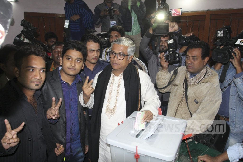 BNP's mayor candidate Sakhawat Hossain Khan votes in the Nayaranganj City Corporation election at the centre in Adarsha High School and College on Thursday. Photo: asif mahmud ove
