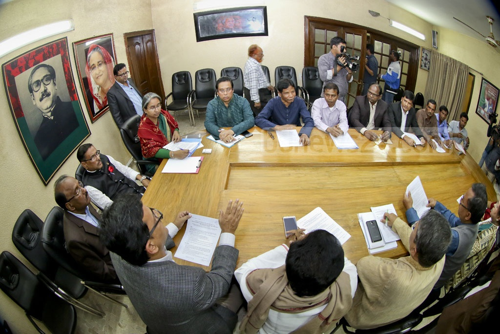 Awami League General Secretary Obaidul Quader meets representatives of the Santal ethnic community from Gaibandha at the party chief's offices in Dhaka's Dhanmondi area on Friday. Photo: asaduzzaman pramanik
