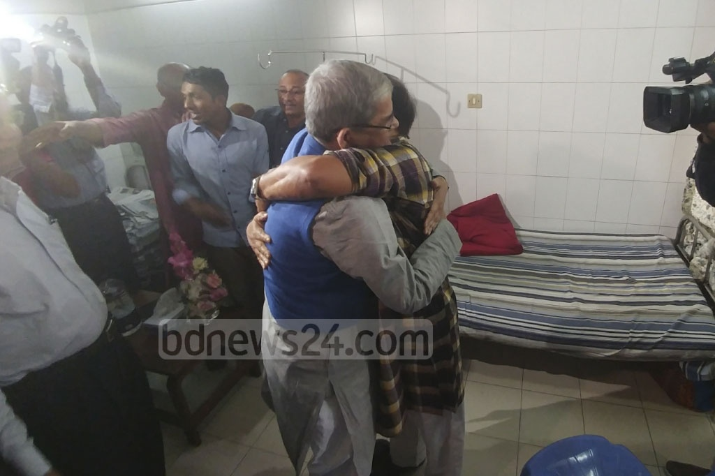 BNP Secretary General Mirza Fakhrul Islam Alamgir visits patient and Nagorik Oikya convener Mahmudur Rahman Manna at Bangabandhu Sheikh Mujib Medical University on Saturday. Photo: abdul mannan