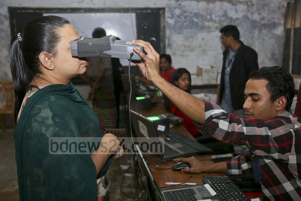 Iris scan is being carried out for smart card at a distribution centre at Dhanmondi's Mehrunnissa Girls School and College on Wednesday.