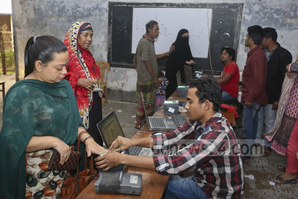 A Dhaka resident is giving her finger impressions for the smart ID card in a centre at Dhanmondi's Mehrunnissa Girls School and College on Wednesday.